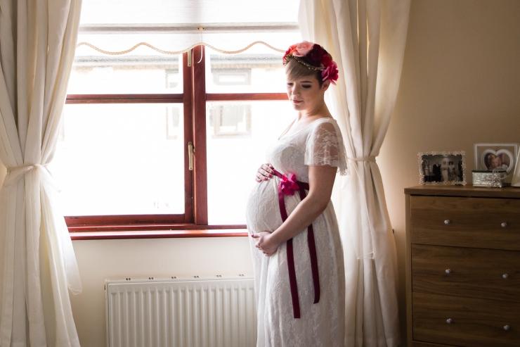 maternity portrait by bedroom window